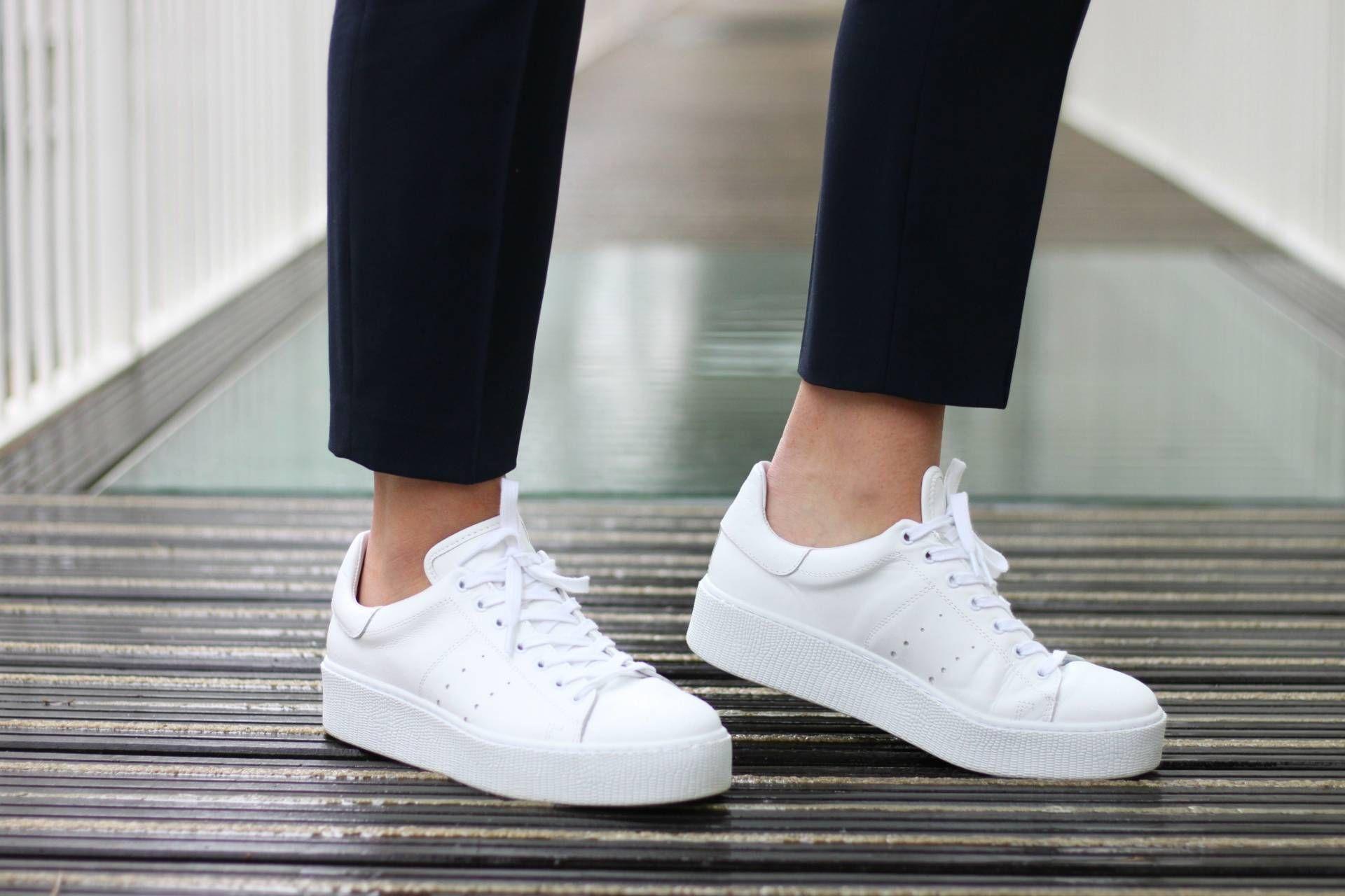 Pin van Strating Schoenen op TREND = Platform Adidas