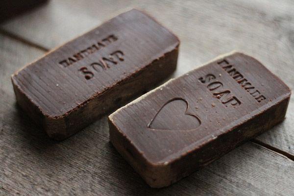 Kylpevä Kirahvi's handmade chocolate soap