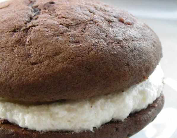 Have to brag - I really do make the yummiest whoopie pies! THE perfect gift to send someone sweet! www.3ducklings.com