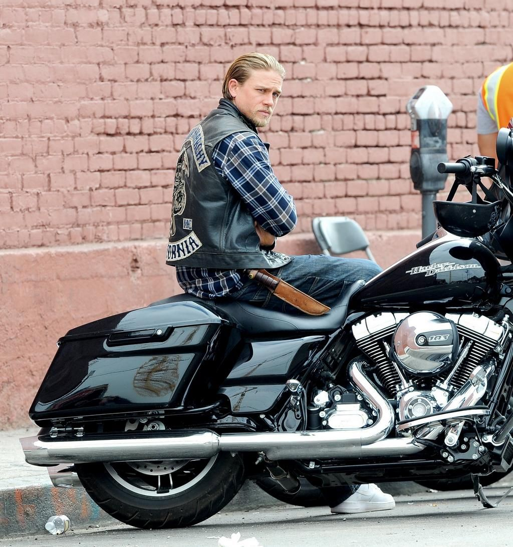 Charlie Hunnam Fans on | Charlie hunnam, Sons of anarchy ...