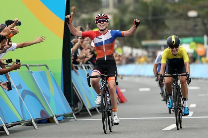 Anna van der Breggen (Netherlands) beats Emma Johansson (Sweden) to the line to win the gold in the Women's Olympic road race.