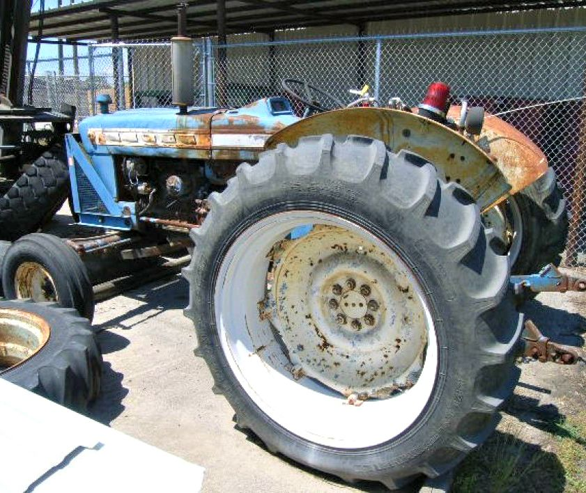 Ford 5000 Tractor Powered By A Four Cylinder Diesel Engine Tractors Ford Tractors New Holland Tractor