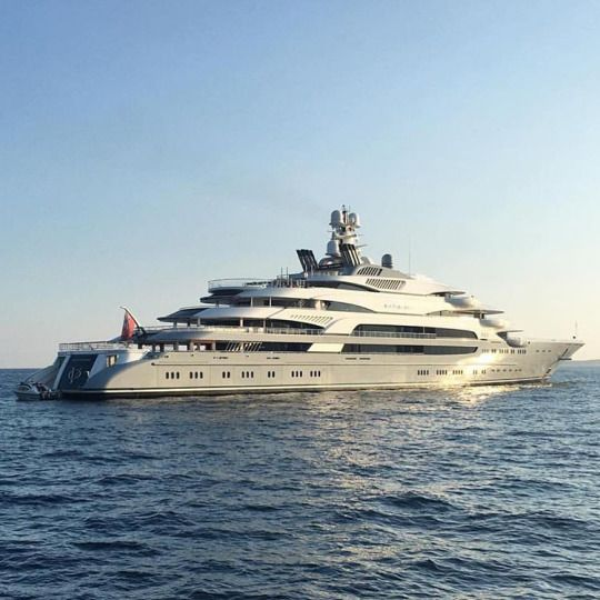 Bringing The Superyacht Lifestyle To You Now That S Life Boat