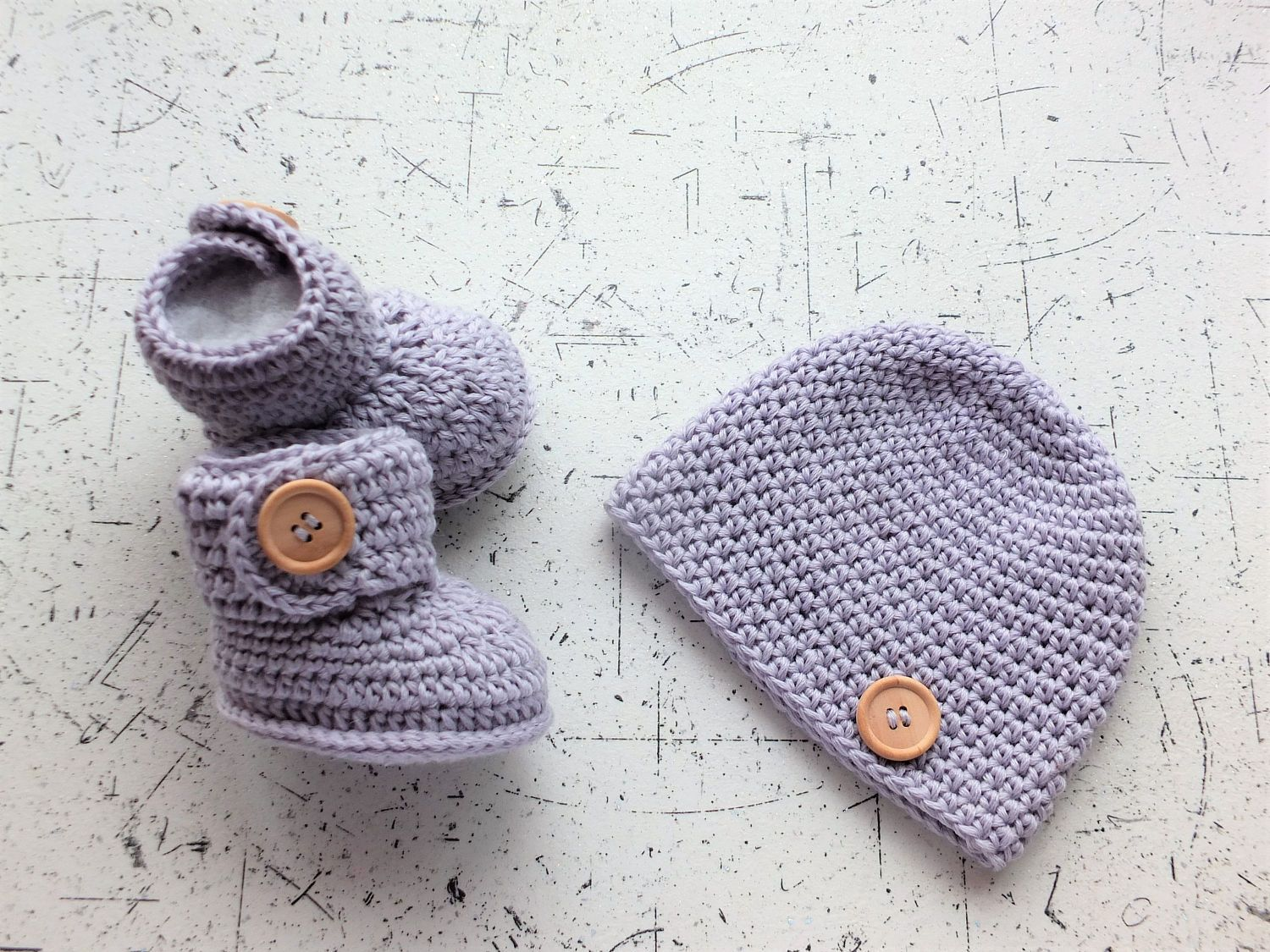 d0f0ab43e Gender neutral baby hat and booties set - Crochet baby clothes - Gray Baby  gift -