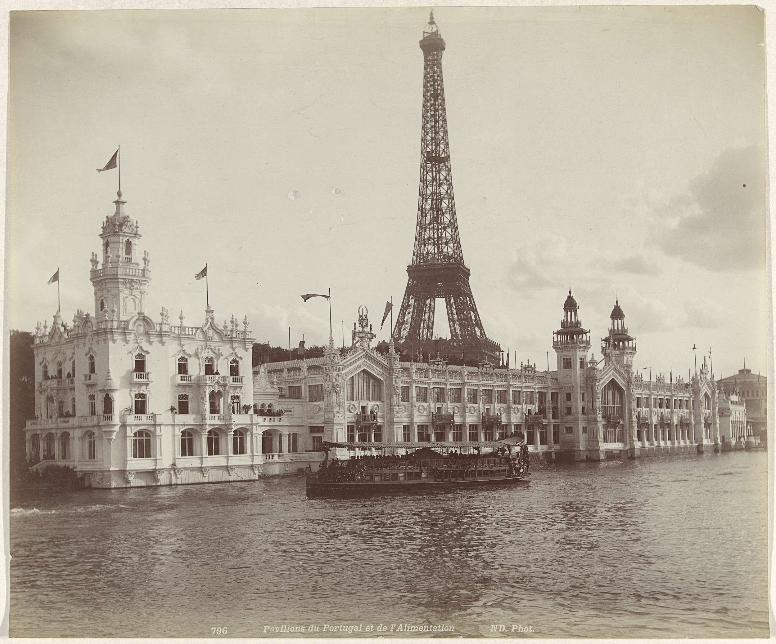Étienne Neurdein | Paviljoens op de Wereldtentoonstelling van 1889 in Parijs, met de Eiffeltoren op de achtergrond, Étienne Neurdein, 1889 |
