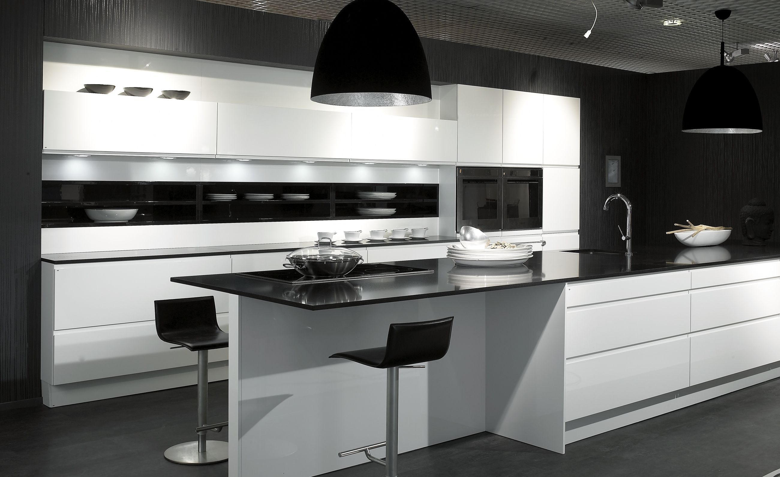 Cocina en blanco y negro muebles de la serie wellmann de for Singular kitchen