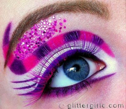 Cheshire cat inspired eye makeup look <3 Love it! Anything Alice in Wonderland related is amazing!