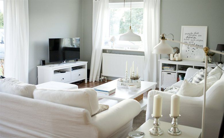 Keep your base furniture white or cream for a classic style | Daniela @cozyandcuddly's living room, Germany