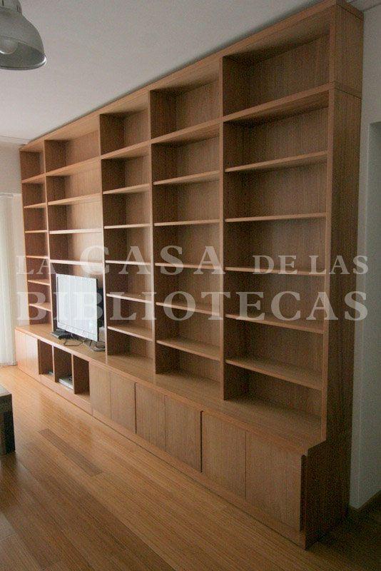 Biblioteca moderna en madera para tv con puertas y for Muebles bibliotecas para living