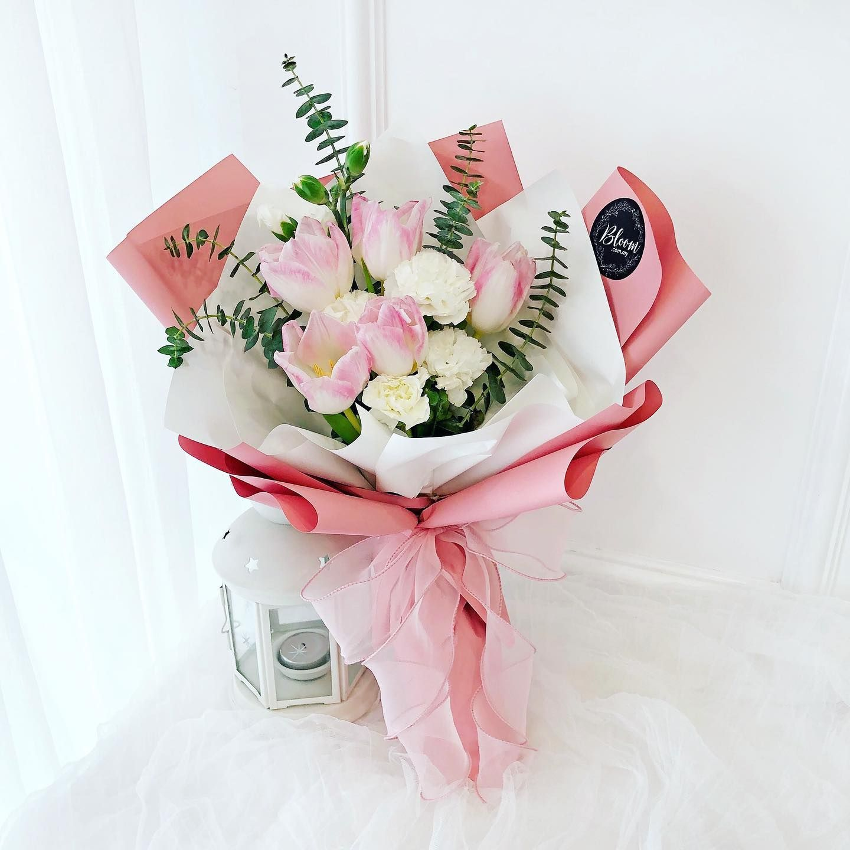 Pink Tulips Bouquet For Your Love Https Www Bloom Com My Category Flowers Korea Hand Bouquets Flowersbouquet Buket Bunga Fotografi