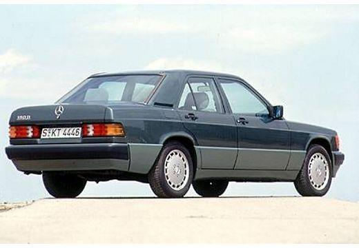 photo arri re droite de mercedes 190 series 190 e 2 6 cette image est celle d 39 une voiture de l. Black Bedroom Furniture Sets. Home Design Ideas