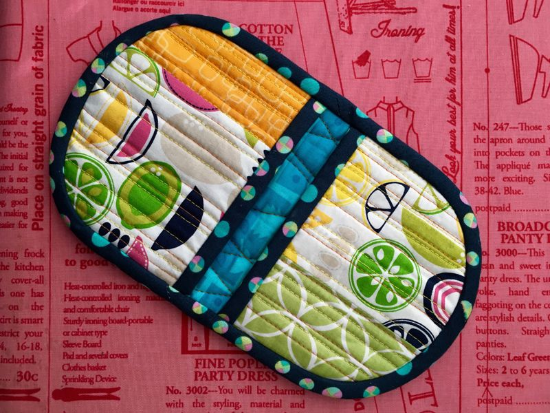 Squeezy Potholder Video Tutorial | Tutorial sewing, Potholders and ... : quilted potholders tutorials - Adamdwight.com
