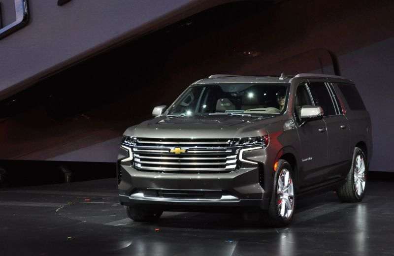 First Look 2021 Chevrolet Suburban And Tahoe Em 2020