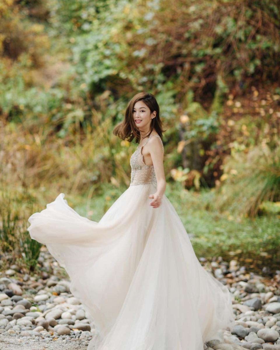 Hong Kong Celebrity Eliza Sam In A Galia Lahav Wedding