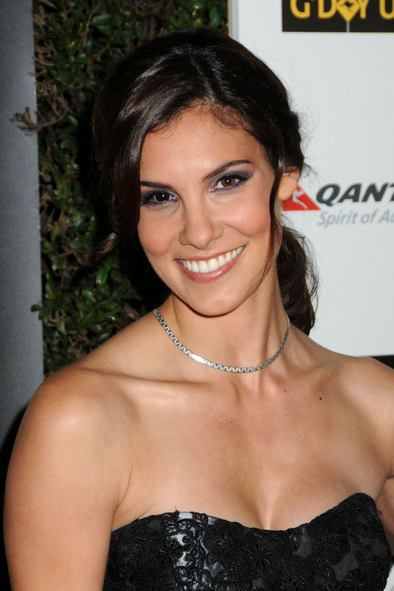 Daniela Ruah Nude Photos 18