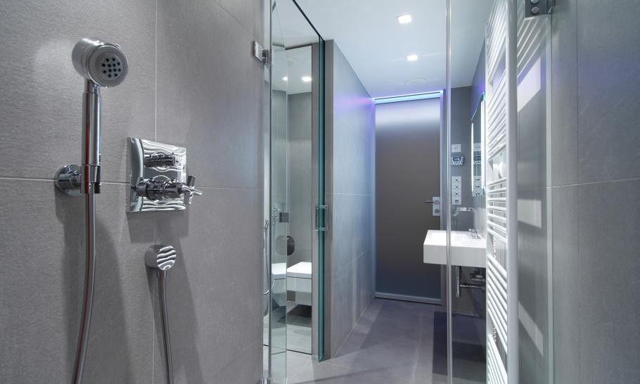 Bad-Design, die kleinen slowakischen Wohnung verbessert mit LED - led beleuchtung badezimmer