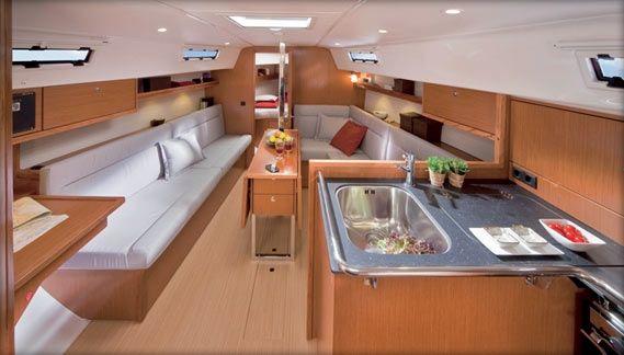 Segelyacht innen  Bavaria Yachts Cruiser 32 interior | Boat | Pinterest