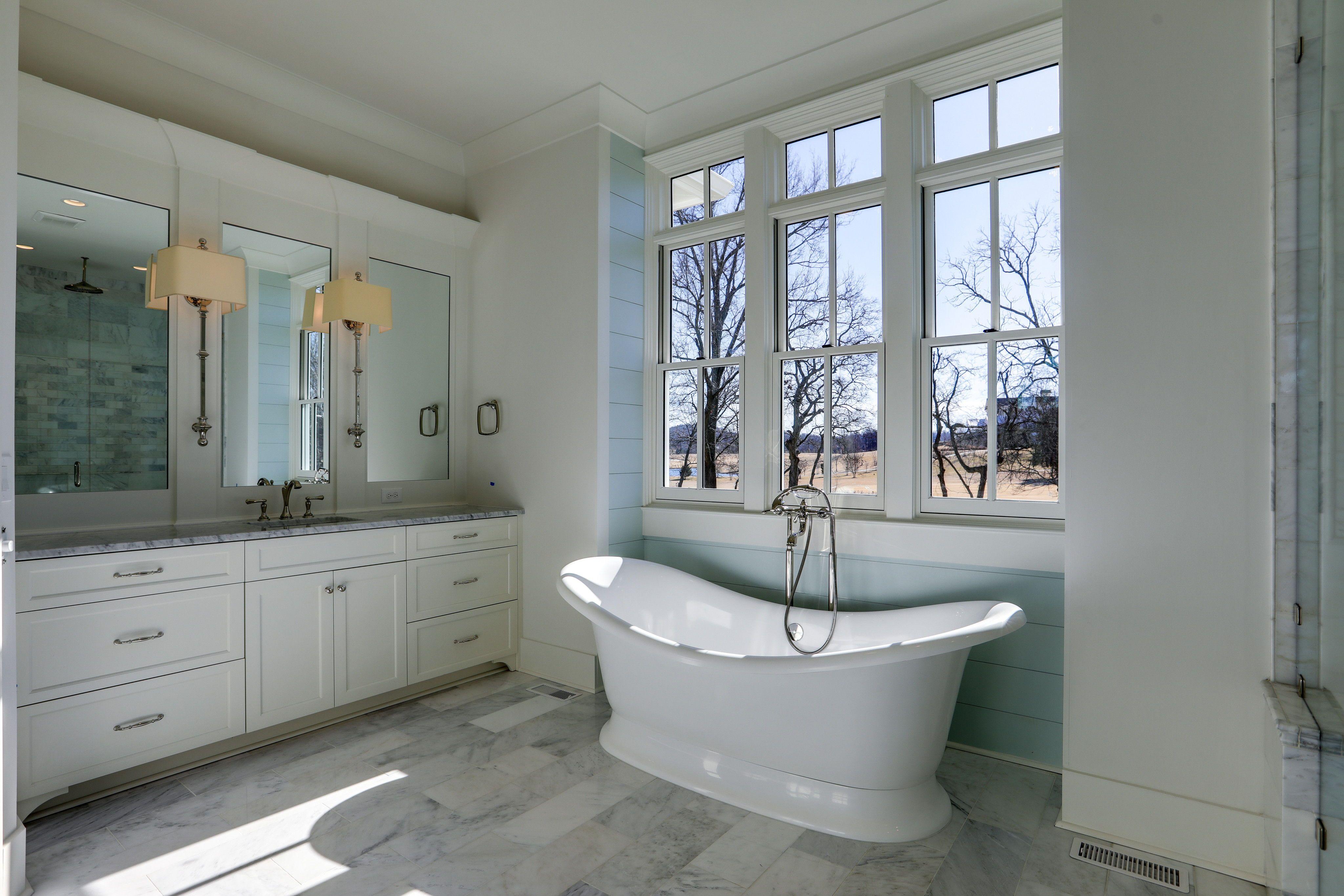 Master Bathroom Decor Ideas Modern Bathtub Ideas Freestanding Modern Bathroom Double Vani Modern Bathroom Decor Bathroom Decor Luxury Bathroom Master Baths