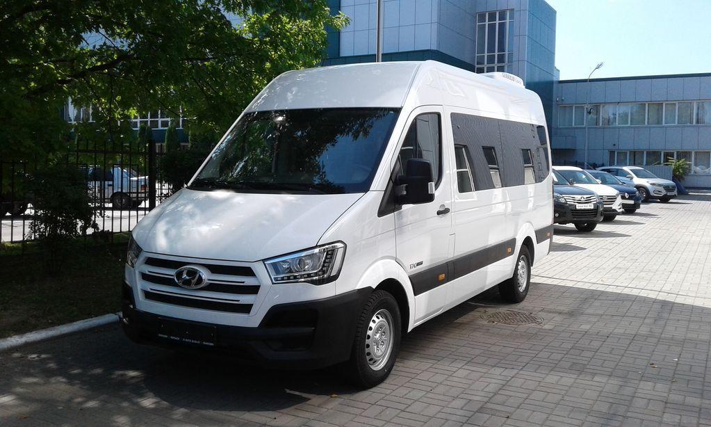 New Hyundai H 350 Passenger Van New Hyundai Family Car Van