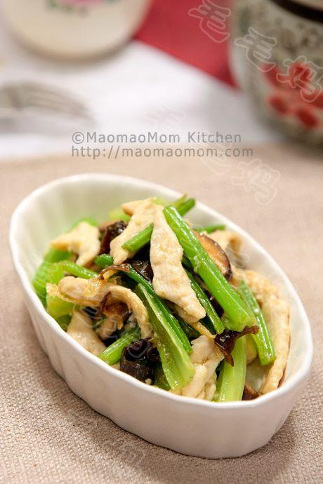 水芹炒鸡胸肉 Chinese celery and chicken breast stir fry