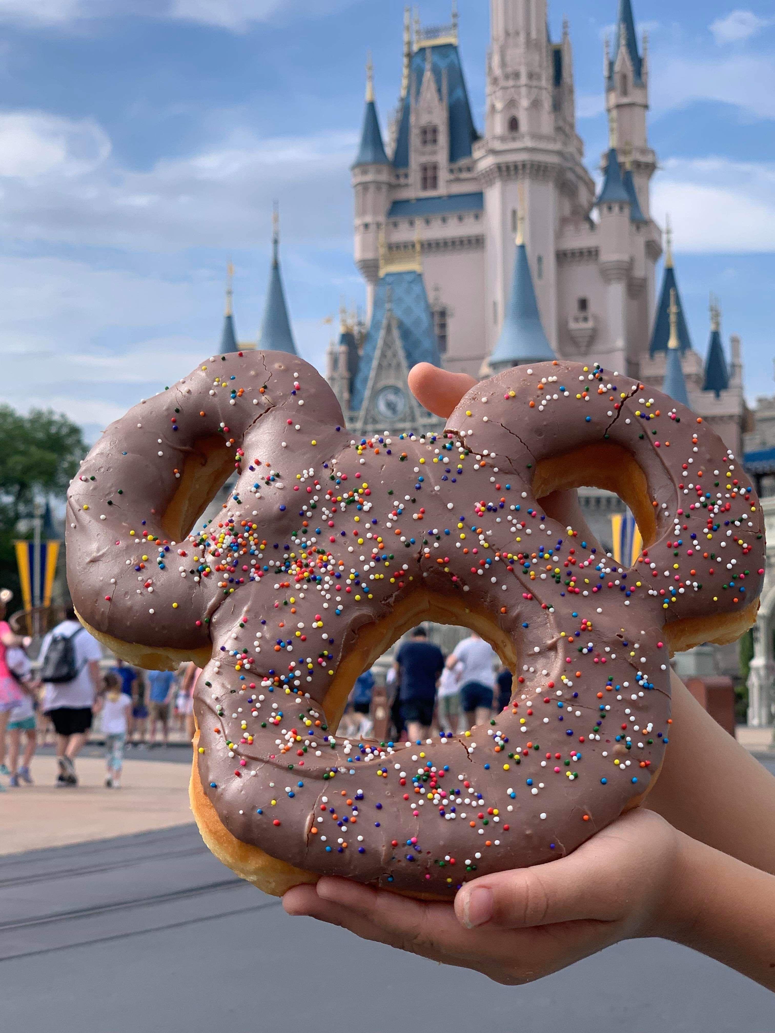 Photo of Neuer Mickey Celebration Donut im Magic Kingdom