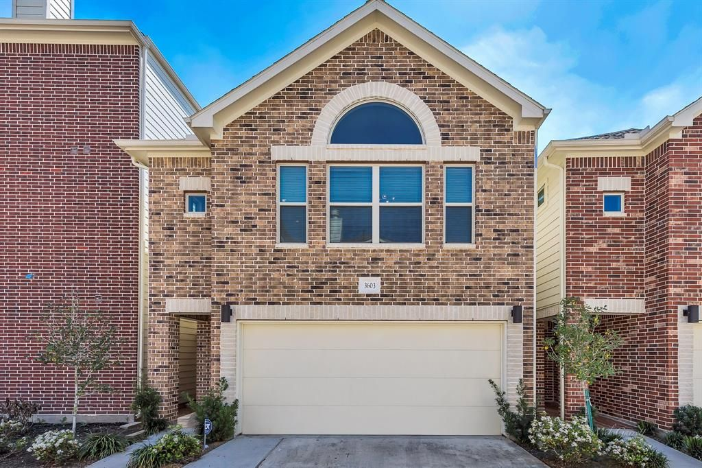 Newlybuilt town home for sale in Houston, TX! Near
