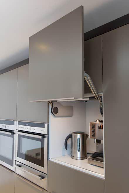 Photo of Toops Barn: modern kitchen by Hampshire Design Consultancy Ltd. #homekitchendes …