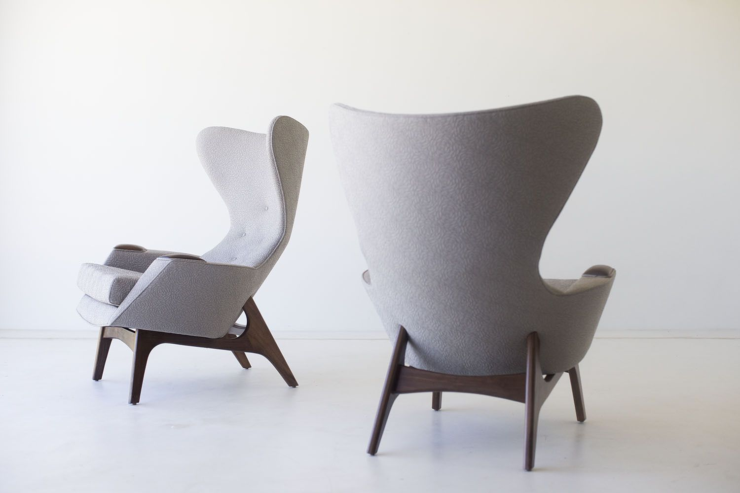 Merveilleux Modern WIng Chairs   1407.. From The Side.