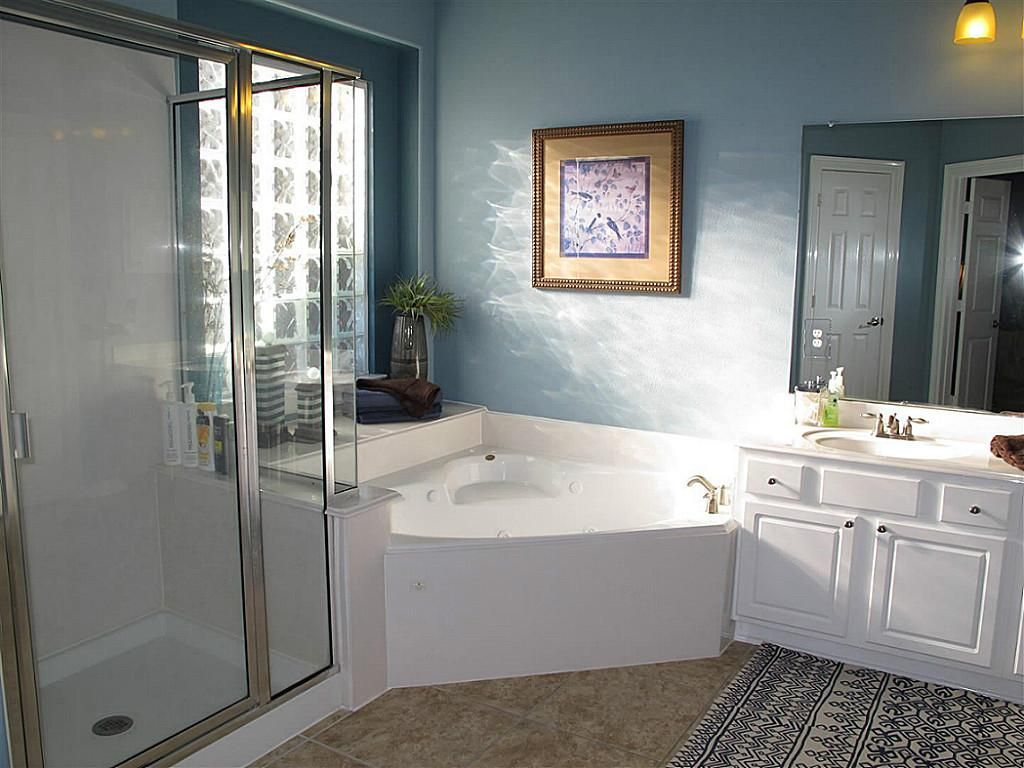 Master bathroom corner bathtub jacuzzi google search - Corner bathtub shower combo small bathroom ...