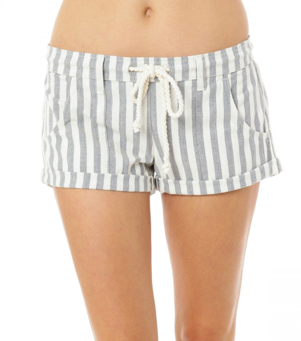 "<p>Get the ""I just stepped off a boat"" look with the O'Neill Malina printed stripe shorts.</p> <ul> <li>100% Cotton </li> <li>Yarn dye stripe woven short</li> <li>Drawstring at waist</li> <li>2"" Inseam</li> <li>Metal logo badge</li> </ul>"