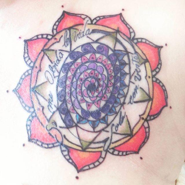 Sacar belleza de este caos es virtud. #cover #covertattoo #tattoocover #tattoo #pinktattoo