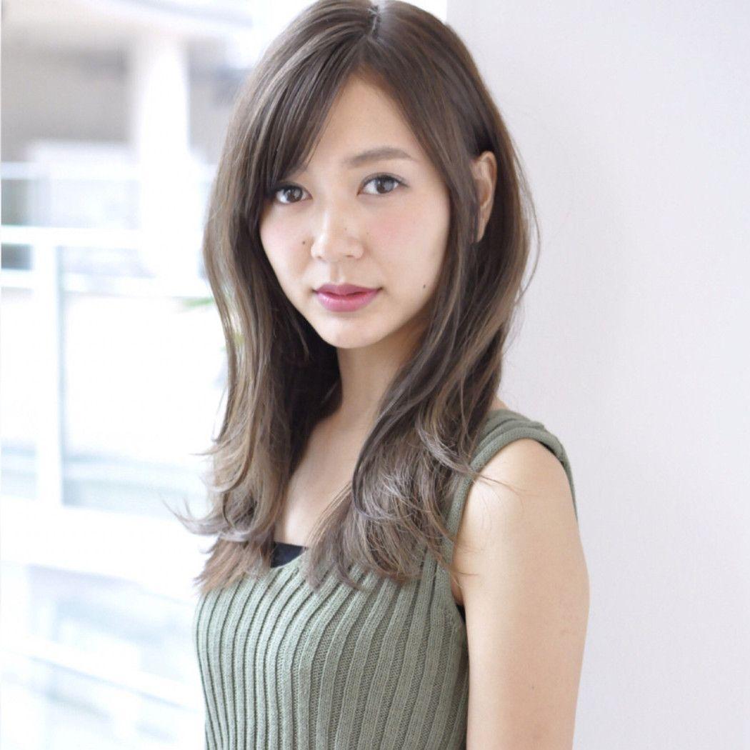 日本の女性にぴったりなのはやっぱり黒髪 茶髪もオシャレで可愛いですが 清純なセミロング 黒髪ストレート はピュアな女性を演出してくれますね モード クラシック フェミニンなど様々な雰囲気を演出できるので ぴったりなセミロング 黒髪ストレートを試してみよう