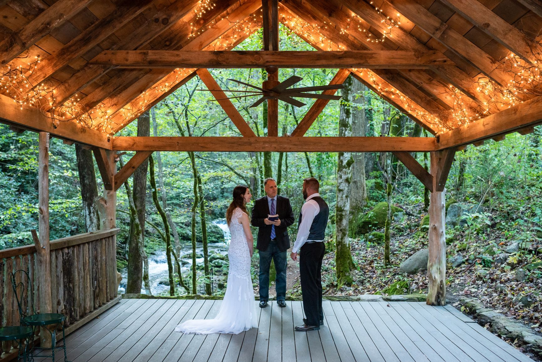Eloping To Gatlinberg The Ultimate 2021 Guide To Gatlinberg Elopement Packages Gatlinburg Weddings Gatlinburg Elopement Cheap Wedding Packages