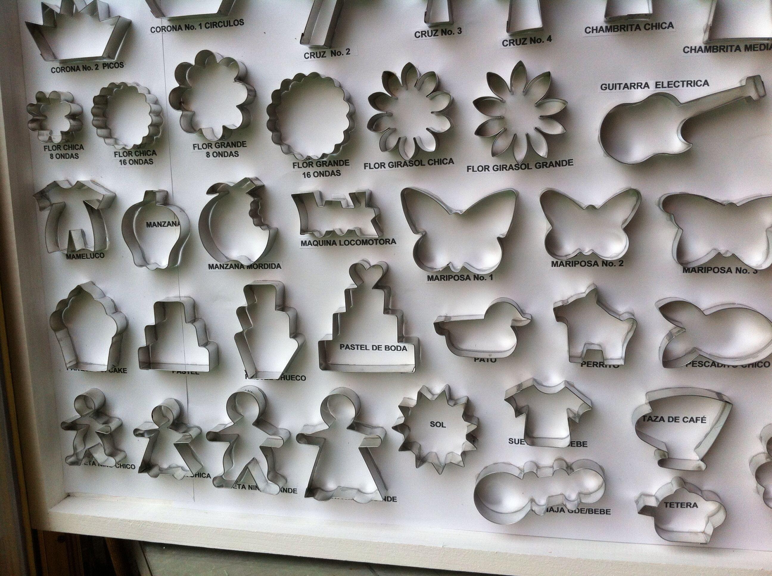 Parte del muestrario de cortadores para galletas.