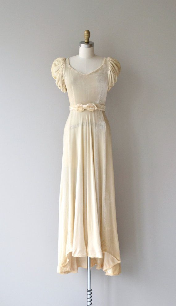 Vintage 1930s pearled silk velvet wedding gown with V neckline, puff ...