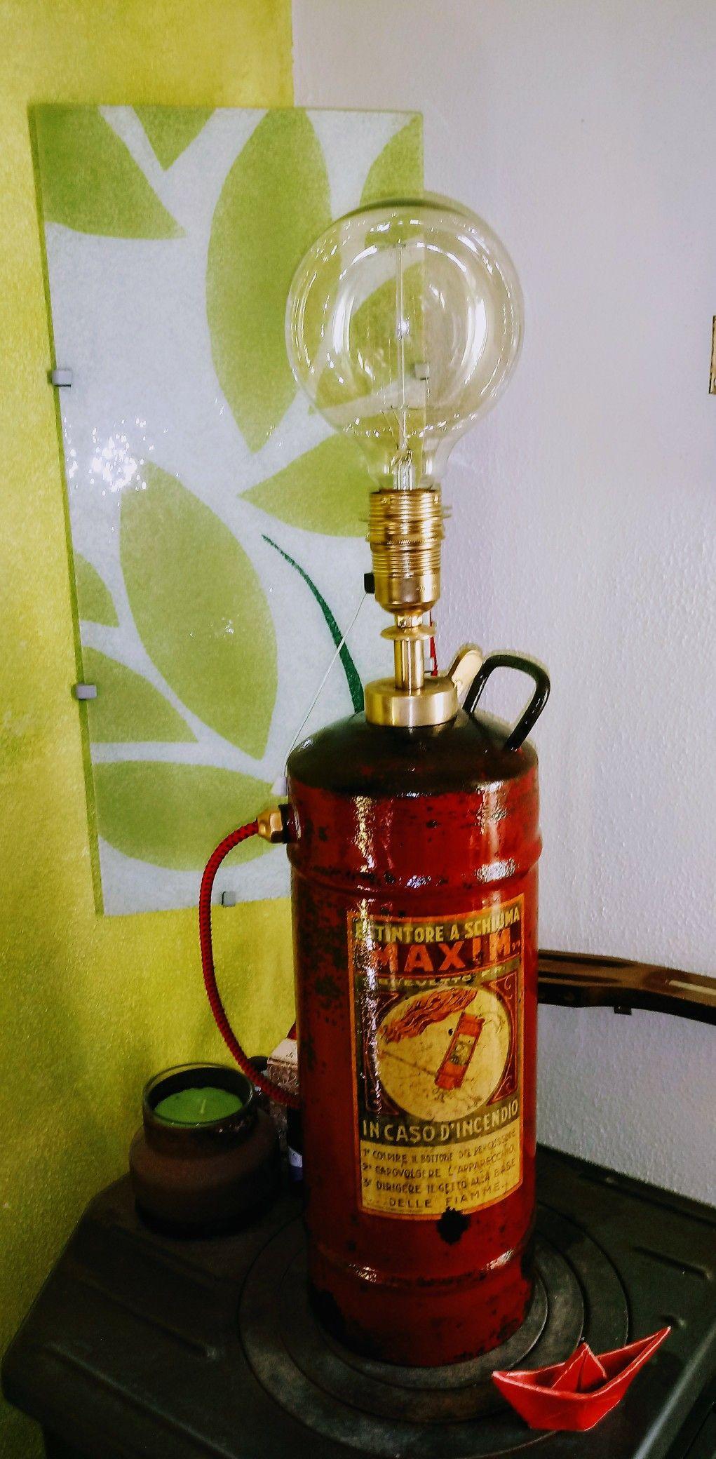 FIRE LAMP recupero creativo di vecchi estintori