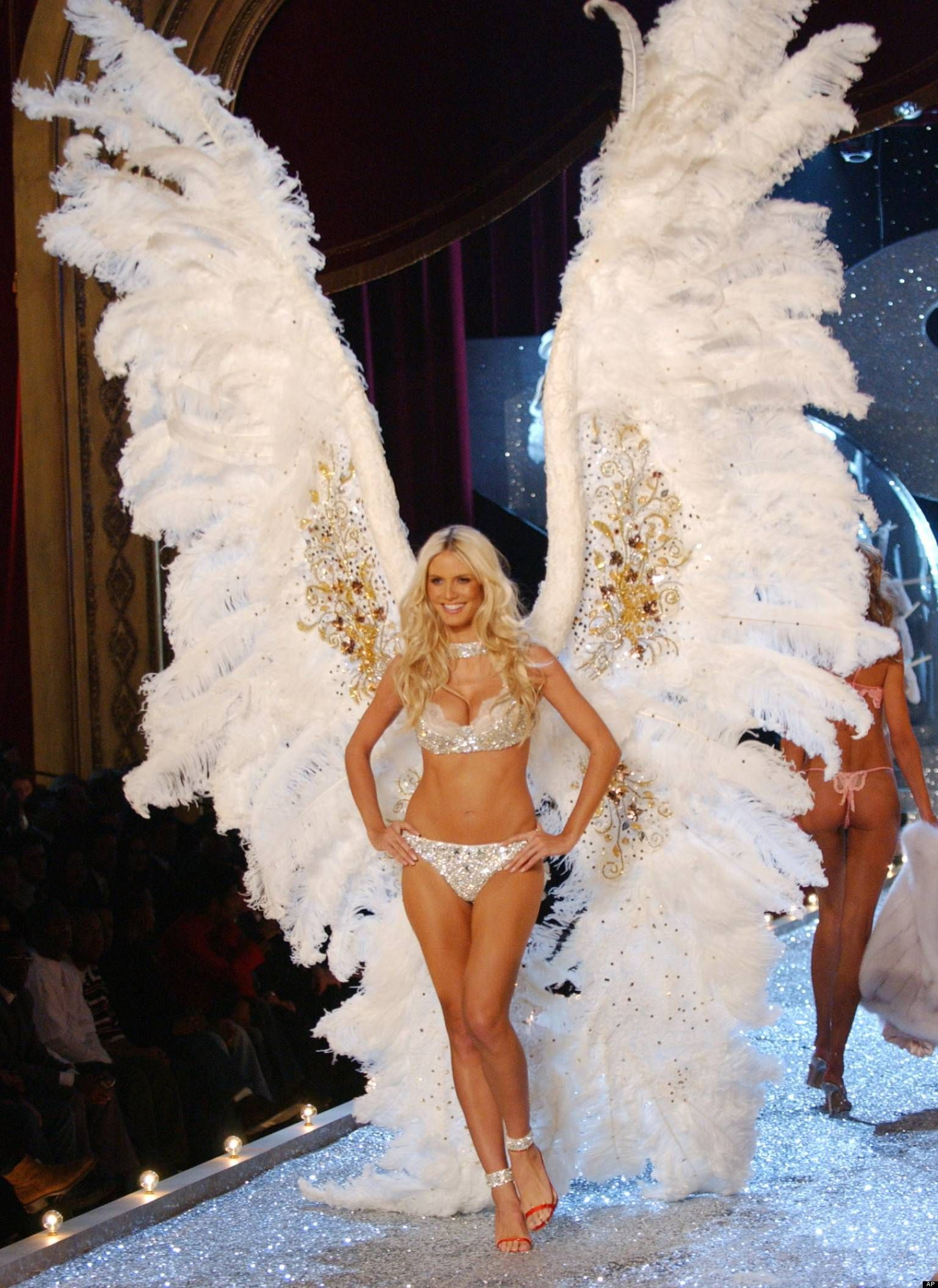 3e1047ec90 Image result for heidi klum angel victoria secret