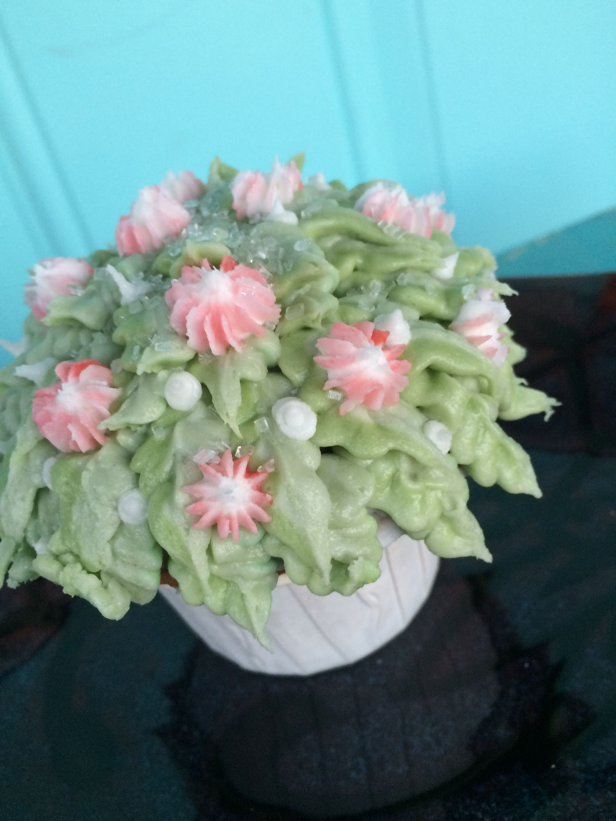 Fern cupcakes   Floral wreath, Floral, Cake decorating