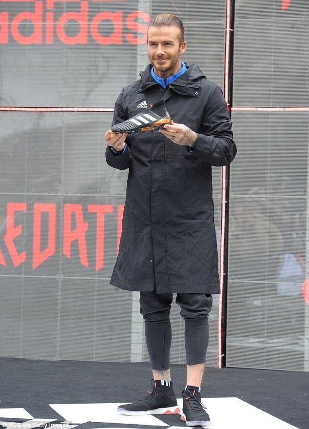 Miniatura virtual Atravesar  David Beckham wears slick man bun at Adidas event in Shanghai ...