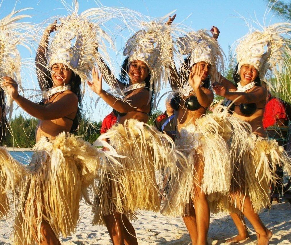 Solomon Islands Beach: Gorgeous Cook Islands Dancers On Muri Beach