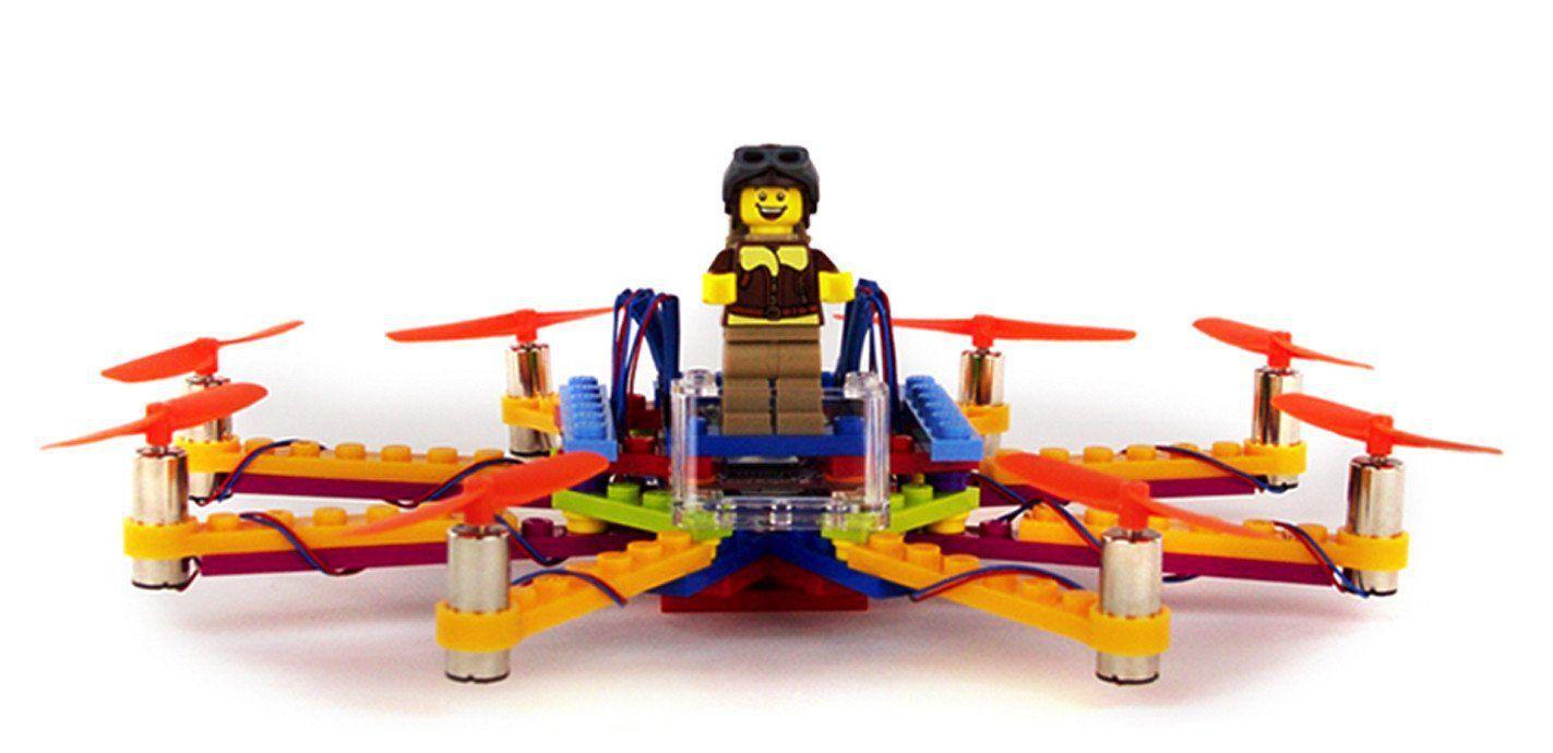 Dat is toch wel heel cool, een echte LEGO drone. Steeds meer zie je beelden van drones voorbijkomen en nu dus van LEGO stenen! Lees meer op Veel Bouwplezier