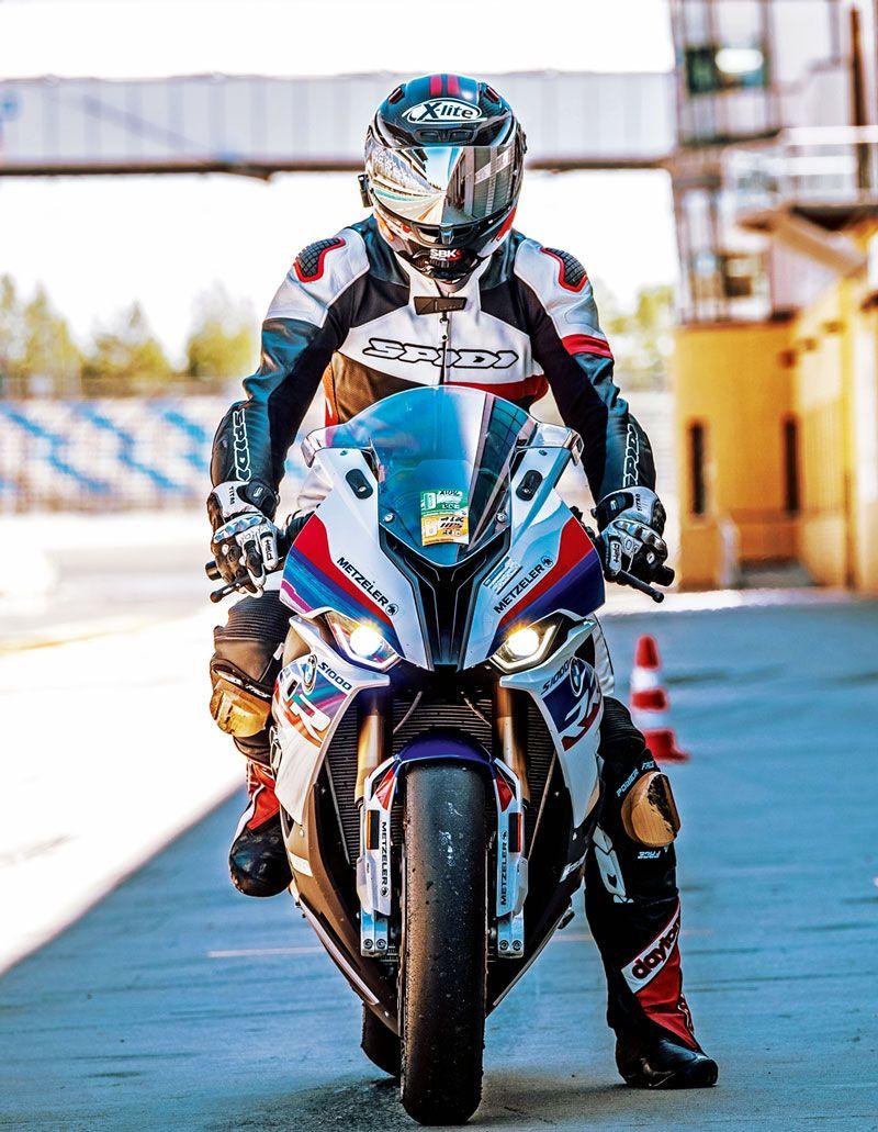 Fahrbericht Bmw S 1000 Rr M Version Modell 2019 Aus Kradblatt 10 19 Bmw Bmw Motorrad Bmw 1000rr