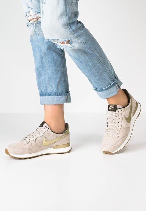 super popular df1b8 b3d8c Nike Sportswear INTERNATIONALIST PREMIUM - Sneaker low - string ... Nike  Internationalist Vegas Gold ...
