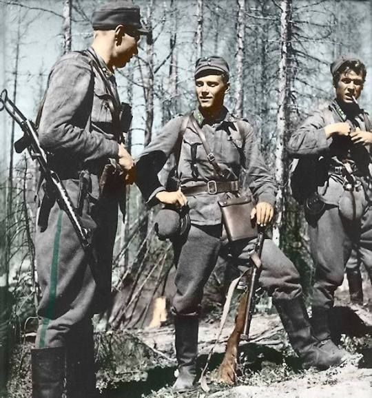 Finnish soldiers during the Continuation War, c. 1944. Soldier in the middle was identified as Lauri Törni. He fought under three flags: Finnish, German (when he again fought the Soviets in World War II), and American (where he was known as Larry Thorne) when he served in US Army Special Forces in the Vietnam War (KIA in 1965). http://wrhstol.com/2AWcanZ