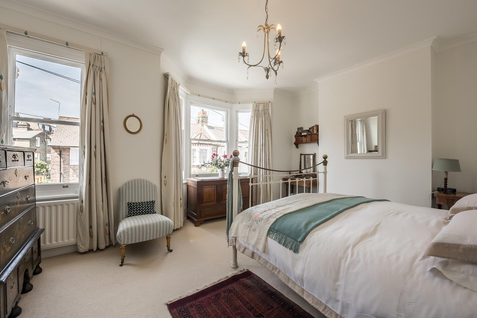 bedroom house under offer in stormont road sw