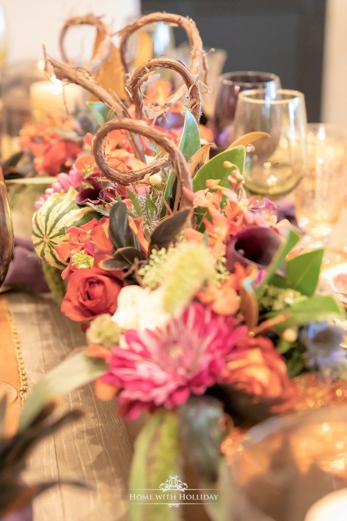 Jewel-Toned Thanksgiving Table Setting #thanksgivingtablesettings