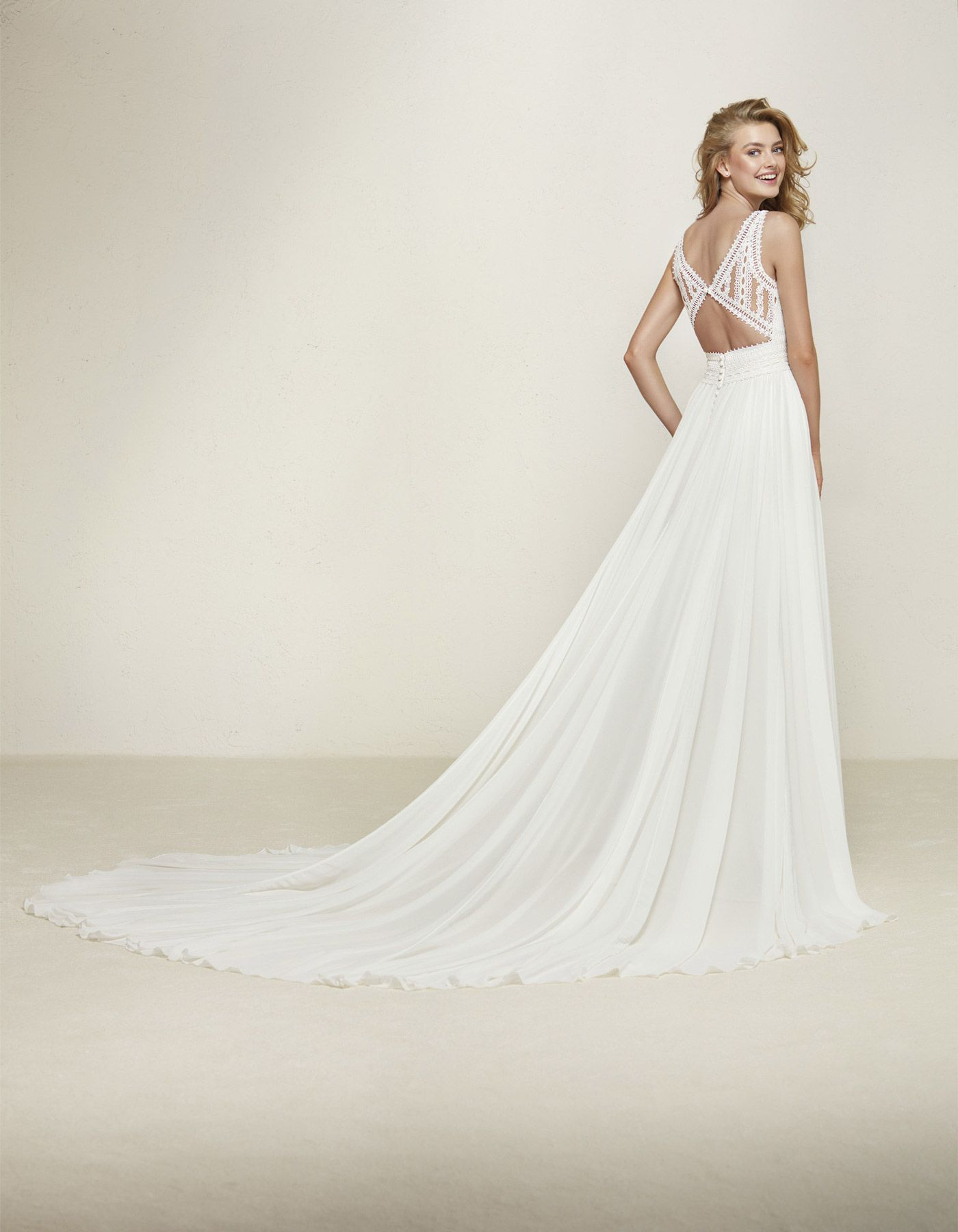 Floaty bohemian wedding dress | Dramia by Pronovias Available at ...