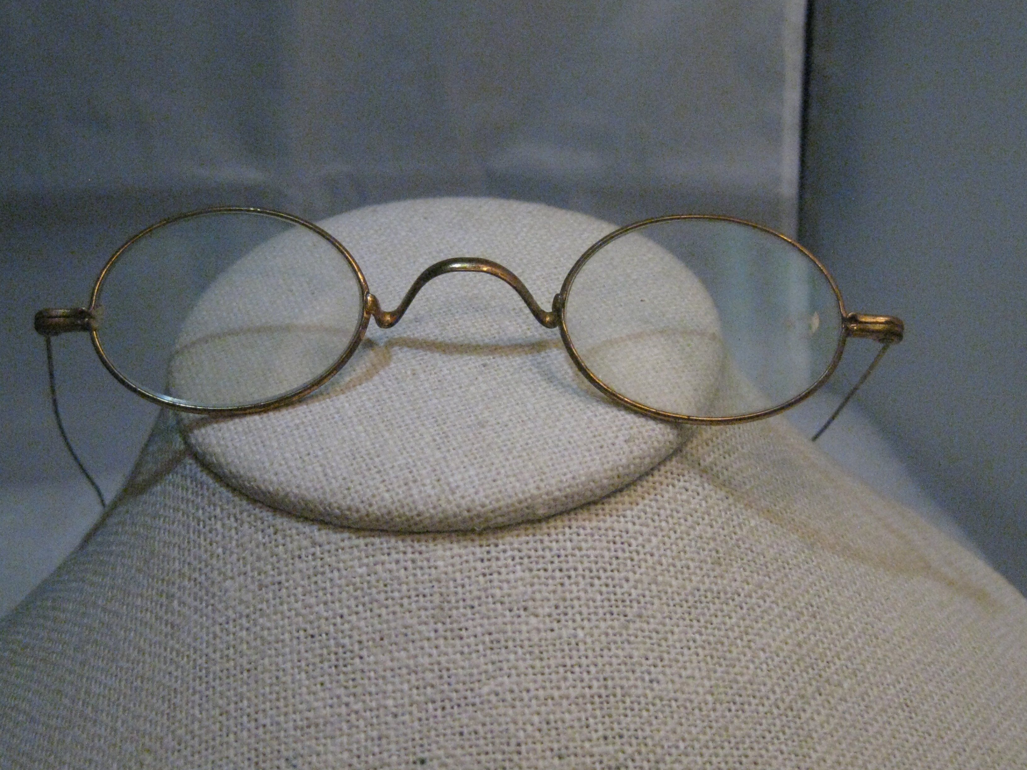7b5e3242e55 Vintage Oval Wire Rim Glasses