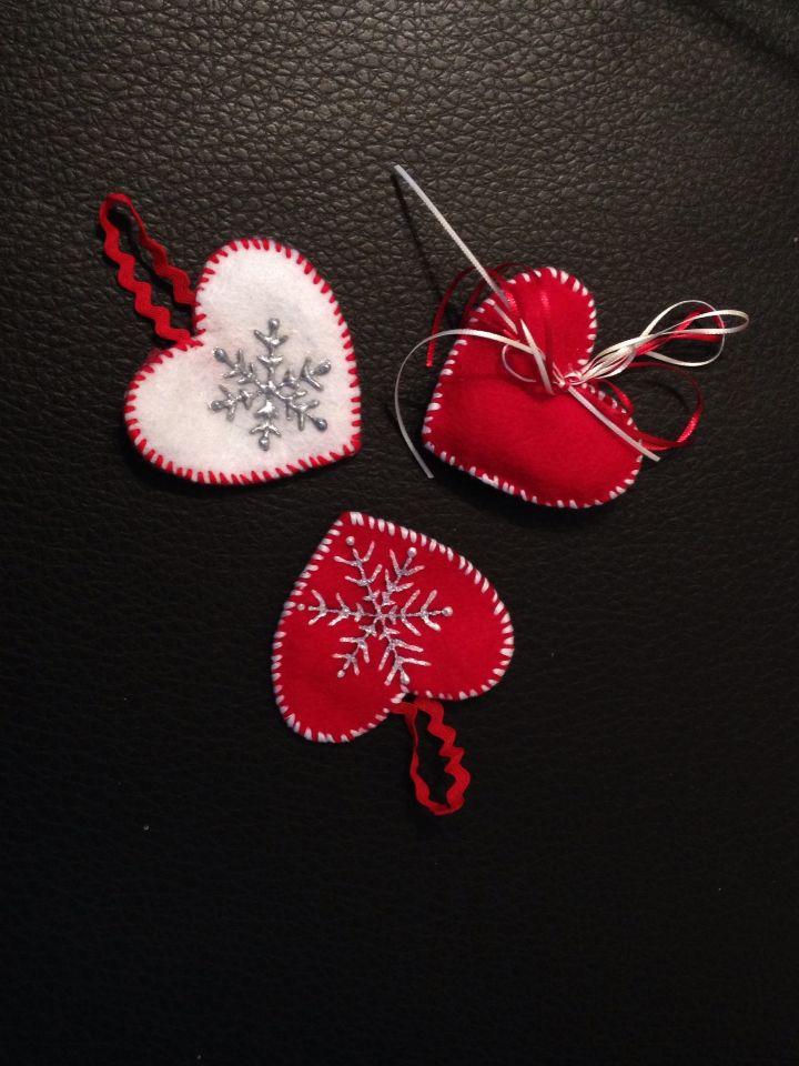 G.Me Adornos navideños hechos de fieltro, listón y pintados con pintura textil. Navidad 2014