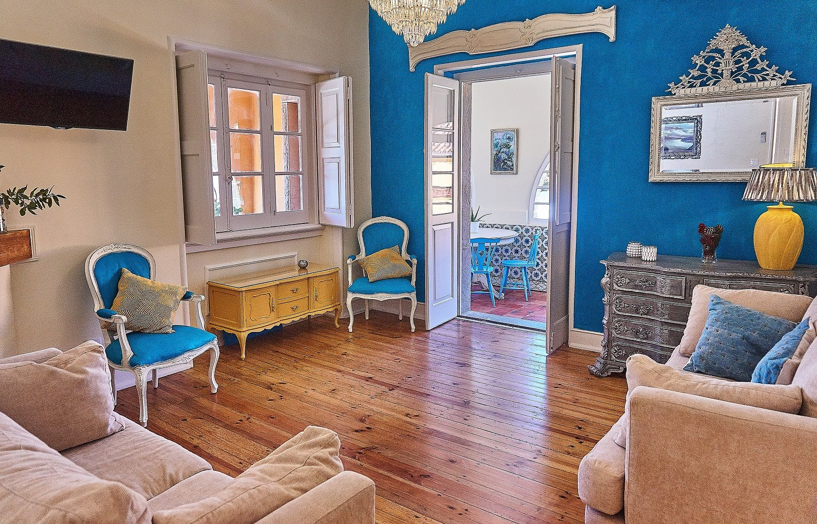 This beautiful home, built in the 1930's was completely renovated in 2016. It is a designer home with a brand new interior, but with all the charm of a traditional Portuguese Casa. It is located in the pinewood of Banzão-Colares (Sintra), in a very private and secure area, surrounded by the beauty of Sintra forest. Wonderful beaches and many historic sites are very nearby.